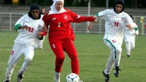 Fußball mit Kopfbedeckung erlauben