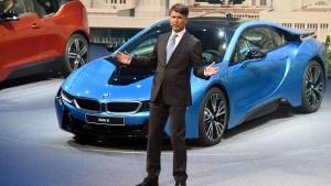 Neuer BMW-Chef bricht auf Automesse zusammen