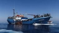 Flüchtlingshelfer von italienischer Küstenwache gestoppt