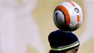 Verwaiste Abfertigungshalle als Bühne auch für Ronaldinho