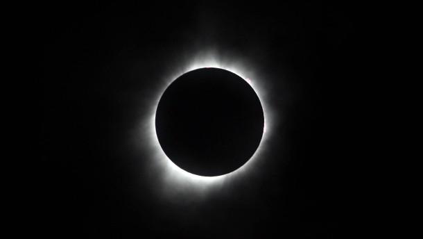 Totale Sonnenfinsternis begeistert Millionen