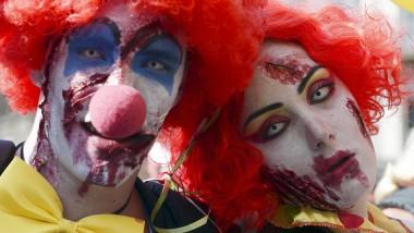 """Böse Clowns: Zwei Teilnehmer des diesjährigen """"Zombie Walk"""" in der französischen Stadt Straßburg"""