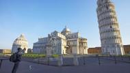 Schräges Bild oder schräger Blick: der Schiefe Turm von Pisa