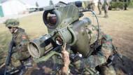 Erste Übung der schnellen Nato-Eingreiftruppe Speerspitze
