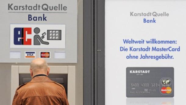 Bank fordert Kunden zur Kartensperrung auf