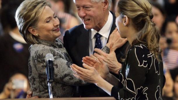 """Hillary Clinton im Glück - John McCain """"auferstanden"""""""