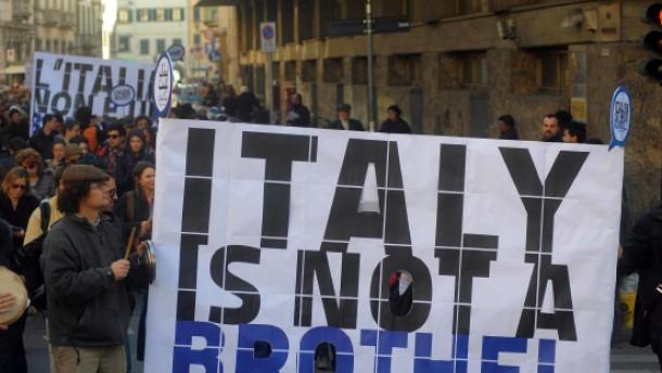 Tausende protestieren gegen Berlusconi