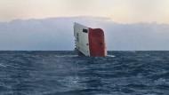 Frachter kentert vor der Küste Schottlands