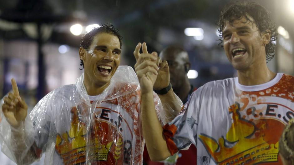Tennisstars Nadal und Ferrer tanzen beim Karneval