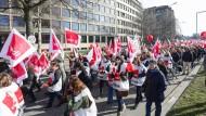 Erzieher demonstrieren für höhere Löhne