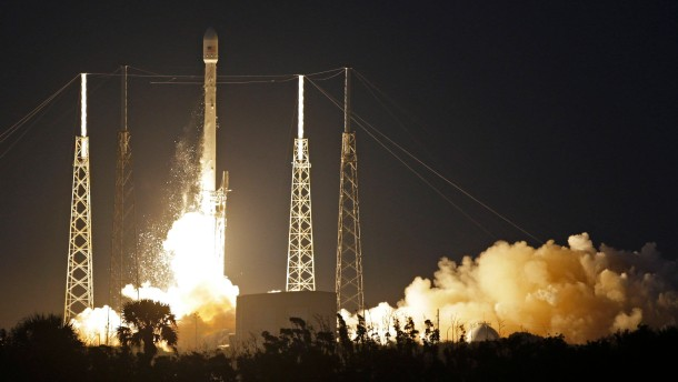 Erstmals bringt ein Privatunternehmen Satelliten ins All