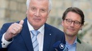 CSU-Spitze stimmt für Seehofers Flüchtlingspolitik