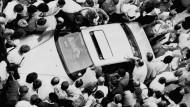 Zu allem bereit: das Fluchtauto mit Rösner, Degowski, Löblich und den beiden Geiseln