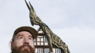 Der rote Bart ist geblieben: 68er-Anführer Heilig vor dem Esel des Biberacher Marktplatzes