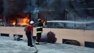 Studenten stecken Verwaltungssitz in Brand