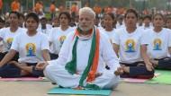 Indiens Ministerpräsident Narendra Modi beim Massenyoga