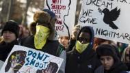Zehntausende protestieren gegen Polizeigewalt