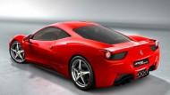 Um eine Hundertstelsekunde, erzählt der Ferrari-Ingenieur mit stolzgeschwellter Brust, habe man das Ansprechverhalten der Lenkung beim neuen Ferrari 458 Italia verbessern können