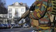 Soldaten bewachen mögliche Attentats-Ziele