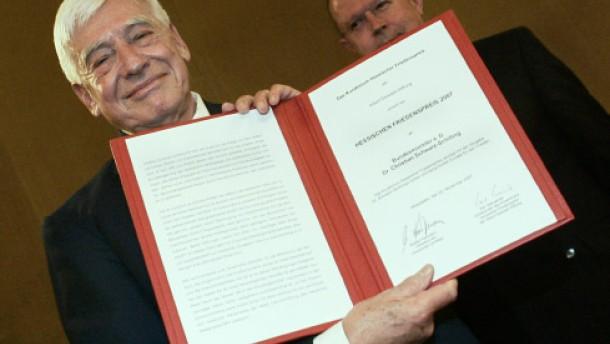 Schwarz-Schilling mit dem Hessischen Friedenspreis geehrt