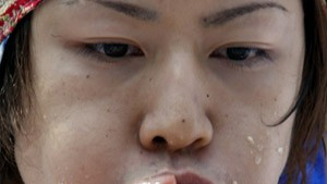 Weltrekordler verdrückt 53 und einen halben Hot Dog