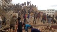 Schweres Erdbeben erschüttert Nepal