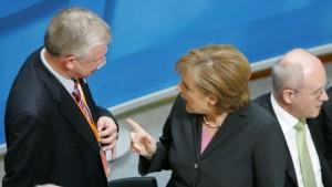 Koch und Kauder nehmen Merkel in Schutz