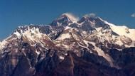 """Bedrohliche Schneelawinen: Der Dhaulagiri (8.167 Meter) heißt auch """"weißer Berg"""""""