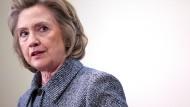 Clinton gibt Fehler zu