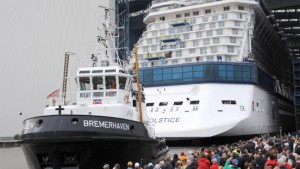Größtes Kreuzfahrtschiff verlässt das Baudock