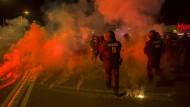 Fremdenfeinde in Heidenau greifen abermals Polizisten an