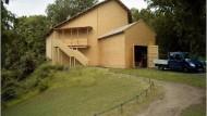 Spitzname St. Wilhelm: Die Holzkonstruktion soll das Karussell während der Sanierung schützen
