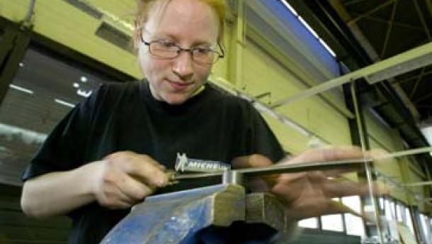 Strukturwandel und Reformen erhöhen Frauenerwerbstätigkeit