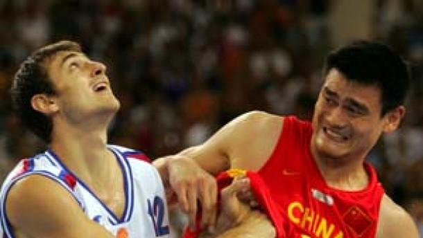 Amerika weiter, China stürzt den Weltmeister