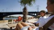 """Entspannt am Strand: Die ersten Gäste des """"Citrusbeach"""""""