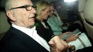 Rupert Murdoch und seine Tochter Elisabeth: Ermittlungen von Parlament und Polizei gegen den Medienkonzern