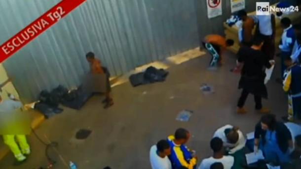 Empörung über erniedrigende Behandlung von Flüchtlingen