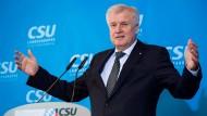 Seehofer stellt Versöhnungsgipfel mit Merkel weiter infrage