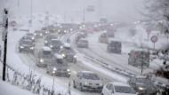 Schnee legt Wintersportgebiete lahm