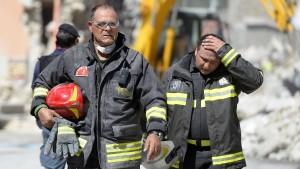 Renzi verspricht Wiederaufbau Erdbebengebiet