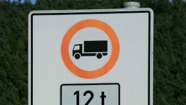 Rhiel: Straßensperrungen für Laster bewähren sich