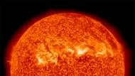 Die Sonne brennt, der Planet glüht.