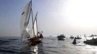 Wettfahrt mit über 100 Segelschiffen vor Dubai