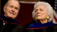 George H.W. Bush und Ehefrau Barbara im Krankenhaus