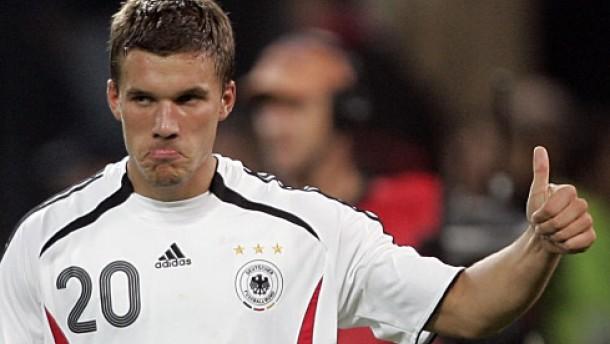 Unkonzentrierte Abwehrspieler, Podolski verbessert