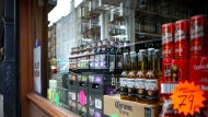 Schottland führt Mindestpreis für Alkohol ein