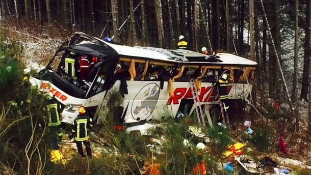 Vier Senioren sterben bei Busunfall in Hessen