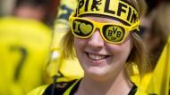 Bayern- und BVB-Fans laufen sich warm für das Finale