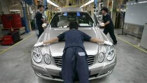 Daimler-Gewinn bricht ein