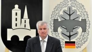 Seehofer in Sorge: Ungelöste Fragen